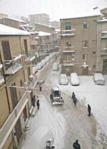 Amministrazione Comunale, Forze dell'Ordine e Protezione Civile rispondono con prontezza all'emergenza neve