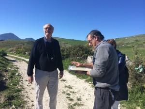 Il Prof. Martin Carver dell'università di York e il Dott. Stefano Vassallo della Soprintendenza